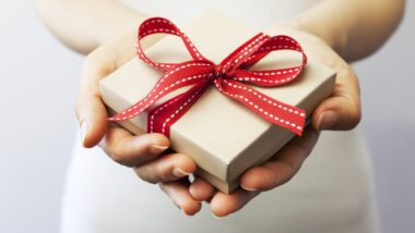 Cute Gift Ideas To Surprise Your Partner On Marriage Anniversary