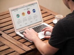 MAKE A GIANT IMPACT OF YOUR SMALL BUSINESS WITH A RESPONSIVE WEBSITE